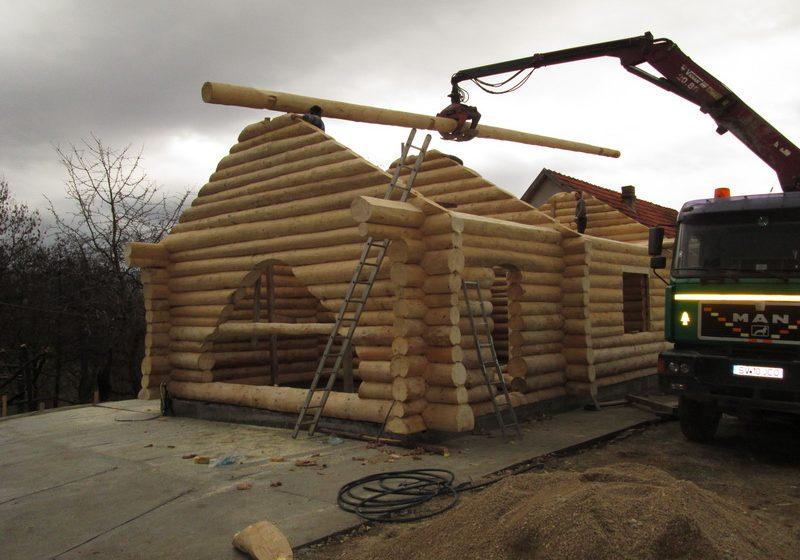 Casa din lemn rotund la Certeze, jud Satu Mare