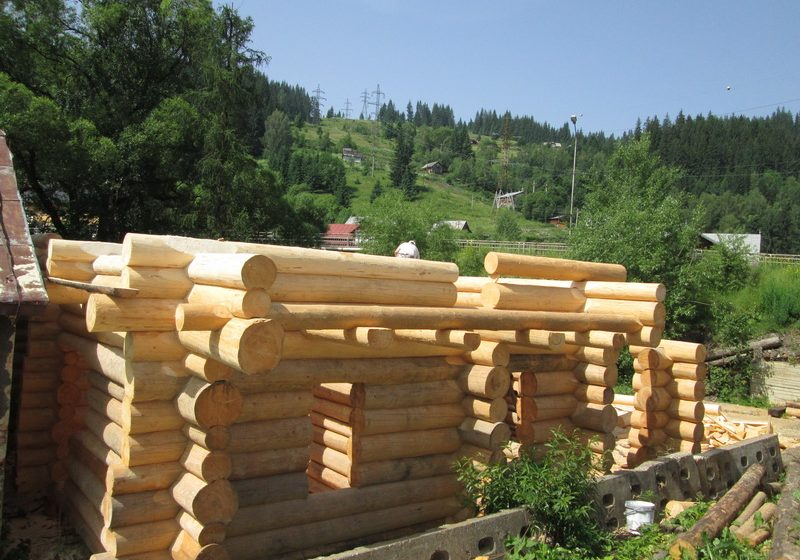 Casa din lemn rotund la Vatra Dornei, jud Suceava
