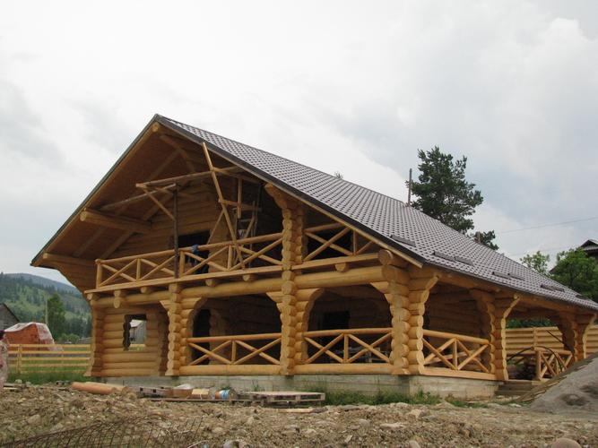 Construc ii case din lemn rotund busteni log home for Case de lemn rotund