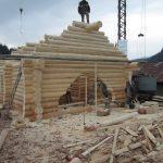 casa din lemn rotund