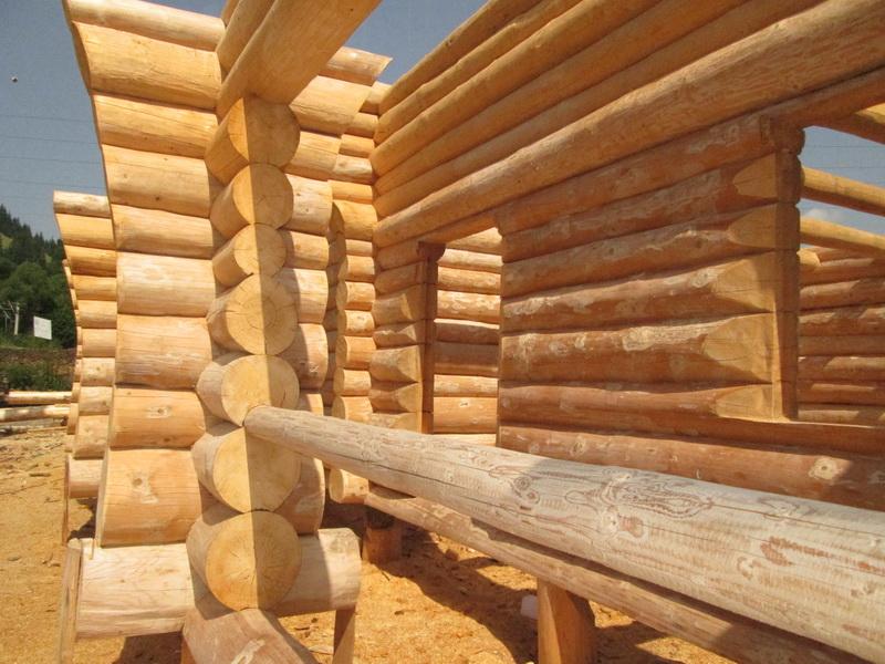 Casa din lemn rotund la vatra dornei jud suceava log home for Www loghome com