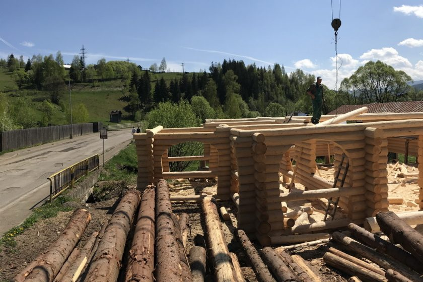firmă specializată în construcţii case din buşteni